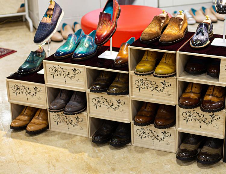 ポップアップパティーヌ靴陳列風景